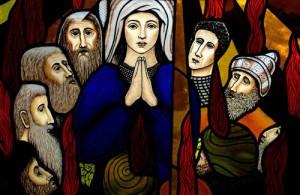 La Pentecôte. Les apôtres réunis autour de la Vierge reçoivent le St Esprit figuré par des langues de feu. Vitrail du XXe s. Burford, Canada.